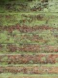 老破旧的木墙壁绘了绿色纹理背景 库存照片