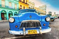 老破旧的美国汽车在古巴 免版税库存照片