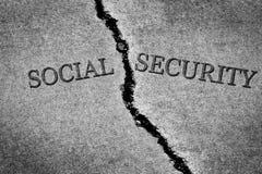 老破裂的边路水泥危险打破的社会保险Sav 免版税图库摄影