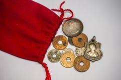 老硬币泰国和袋子 免版税库存照片
