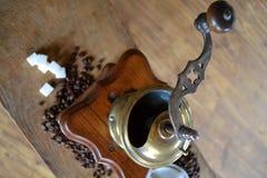 老磨咖啡器 免版税图库摄影