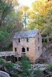老磨房在秋天 免版税库存照片