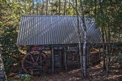 老磨房在HDR的森林 免版税库存照片