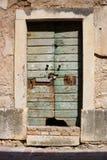 老磨损的门在采蒂涅,黑山 免版税图库摄影