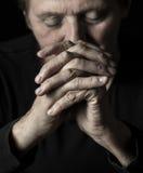 老祈祷的妇女 免版税图库摄影