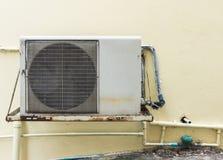 老空气压缩机单位 库存照片