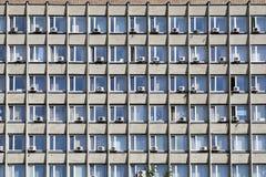 老空调的丑恶的门面的片段在莫斯科 图库摄影