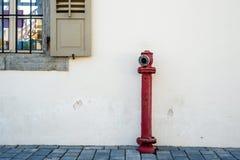 老窗口和消防栓 库存照片