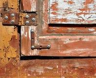 老窗口的铁铰链 免版税库存照片