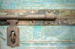老窗口螺栓 室外视图 免版税图库摄影