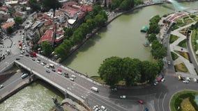 老第比利斯中心的空中录影从上面 城市Dzveli第比利斯的历史部分寄生虫顶视图  库纳河或 影视素材