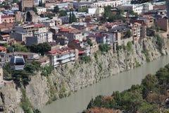 老第比利斯,在峭壁边缘的水管 免版税库存照片