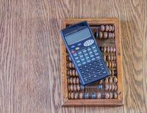 老算盘和数学计算器 免版税库存照片