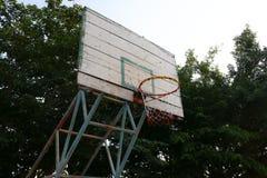 老篮球篮 免版税图库摄影