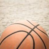 老篮球 免版税库存照片