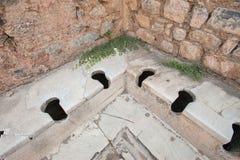 老类型洗手间在古城以弗所,艾登,土耳其 库存照片
