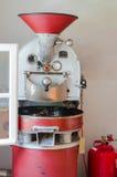 老红色咖啡烘烤器 免版税库存图片