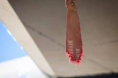 老红色在飞机机体的飞行标记前去除 免版税库存图片