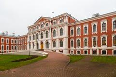 老红色城堡在叶尔加瓦,拉脱维亚 拉脱维亚农业大学 免版税库存照片
