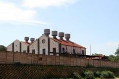 老红色屋顶大厦 库存照片