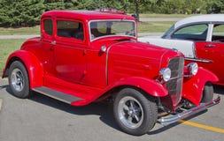 老红色福特旧车改装的高速马力汽车 库存图片