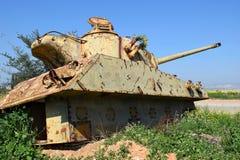 老约旦人被摧毁的坦克在以色列 库存照片