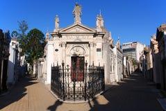 老纪念碑在Recoleta公墓 图库摄影