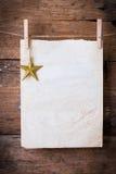 老纸和金黄星与别针 库存图片