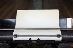 老纸片在葡萄酒打字机的 免版税库存照片
