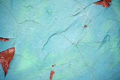 老纹理土耳其玉色崩裂的墙壁,老油漆纹理切削和崩裂的秋天破坏 难看的东西d的墙壁纹理 免版税库存照片