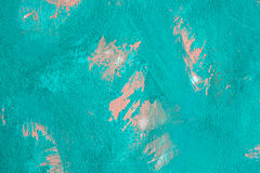 老纹理土耳其玉色崩裂的墙壁,老油漆纹理切削和崩裂的秋天破坏 教会在闪电自然老照片被采取的墙壁里面的克罗地亚grunge是 库存图片