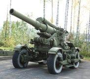 老绿色火炮领域大炮枪 库存图片