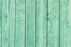 老绿色被绘的木墙壁 免版税库存图片