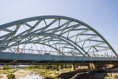 老绿色金属桥梁在丹佛 免版税图库摄影