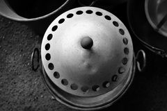 老罐和平底锅 库存照片