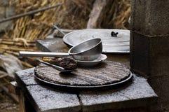 老罐和平底锅 免版税图库摄影