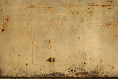 老罐子生锈的墙壁 免版税图库摄影
