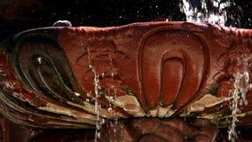 老罐雕塑和喷泉 股票录像