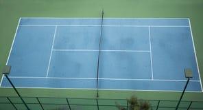 老网球场顶视图  免版税库存照片