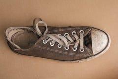 老网球鞋顶视图  库存照片