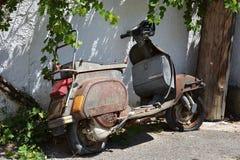 老罕见的自行车 免版税库存照片