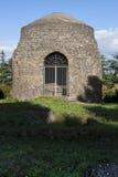 老罗马坟茔废墟通过阿皮亚Antica (罗马,意大利) 库存照片