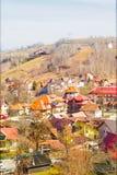 老罗马尼亚村庄的窗口视图 图库摄影