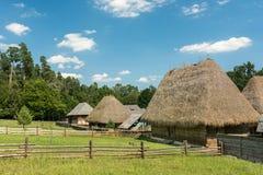 老罗马尼亚村庄视图 免版税库存照片