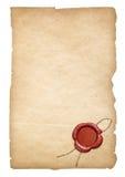 老羊皮纸信件或纸与蜡封印 裁减路线是包括的 免版税库存照片