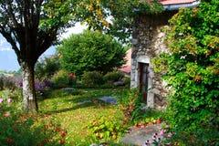 老美丽的庭院 免版税图库摄影