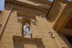 老美丽的教会在意大利圣雷莫夏令时 免版税图库摄影