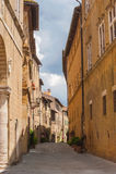 老美丽的村庄在托斯卡纳,皮恩扎,意大利 库存图片