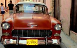 老美国汽车。 红色薛佛列汽车。 免版税库存图片