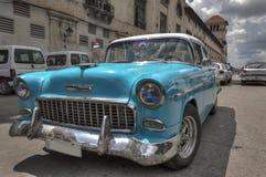 老美国汽车在哈瓦那旧城,古巴 免版税图库摄影